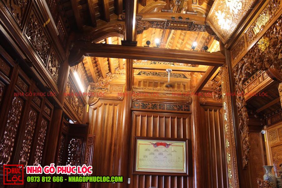 Bên trong ngôi nhà gỗ 3 gian cổ truyền tại Hưng Yên