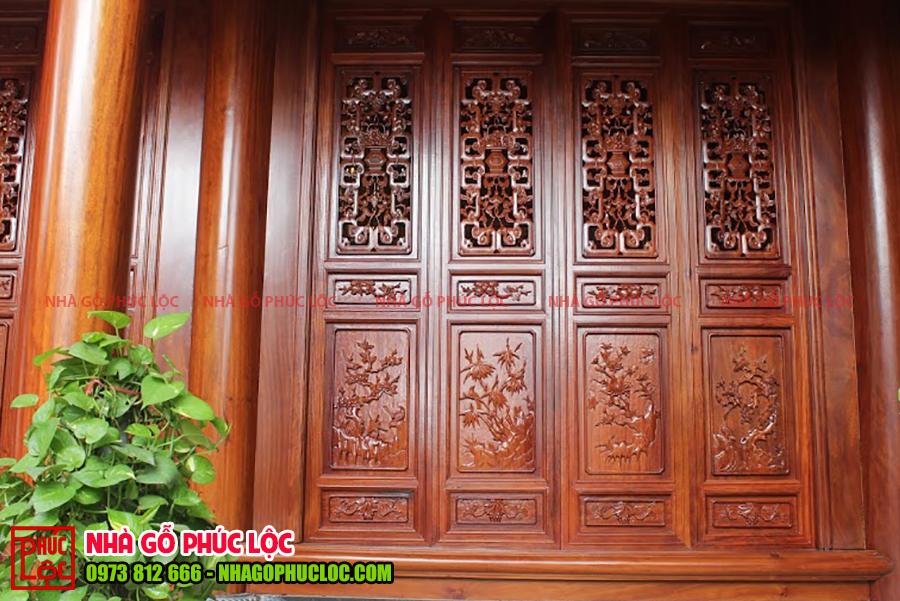 Cửa bức bàn của nhà gỗ lim 3 gian tại Hưng Yên