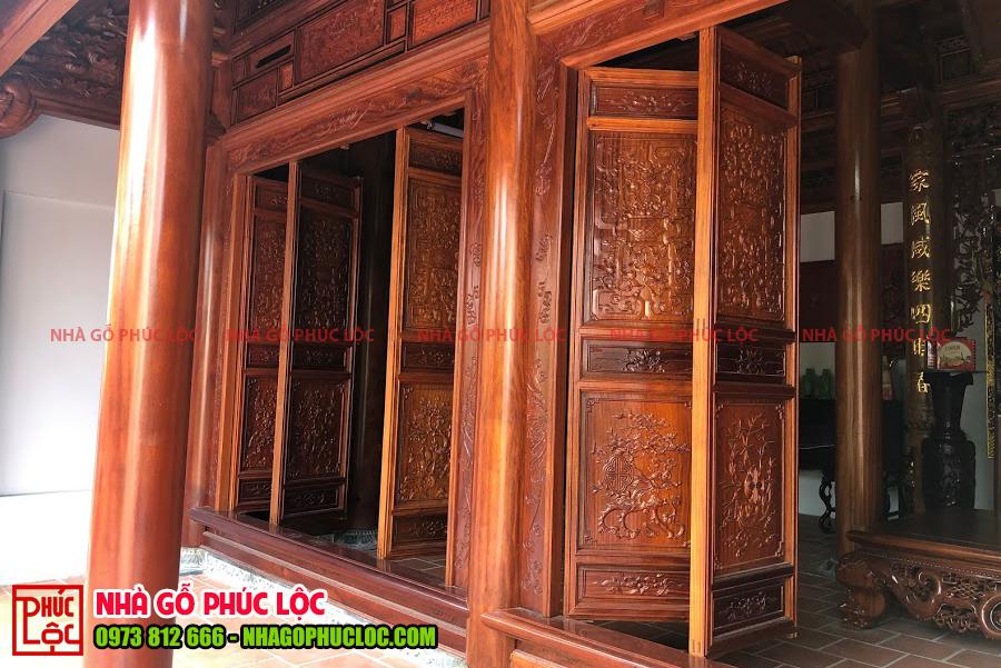 Phần hiên của căn nhà gỗ 3 gian cổ truyền