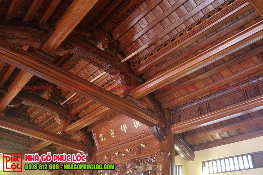 Bên trong ngôi nhà gỗ 3 gian cổ truyền