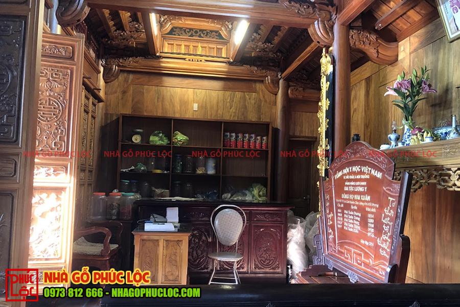 Tổng thể bên trong căn nhà gỗ 3 gian cổ truyền