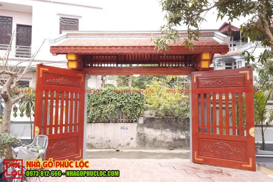 Cổng nhà gỗ cổ truyền