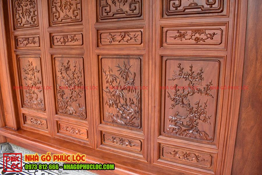 Cận cảnh họa tiết trên cửa bức bàn nhà gỗ