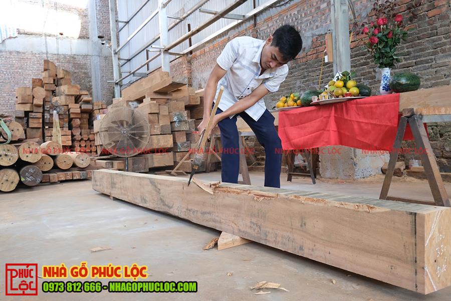 Hình ảnh trong nghi lễ phạt mộc nhà gỗ