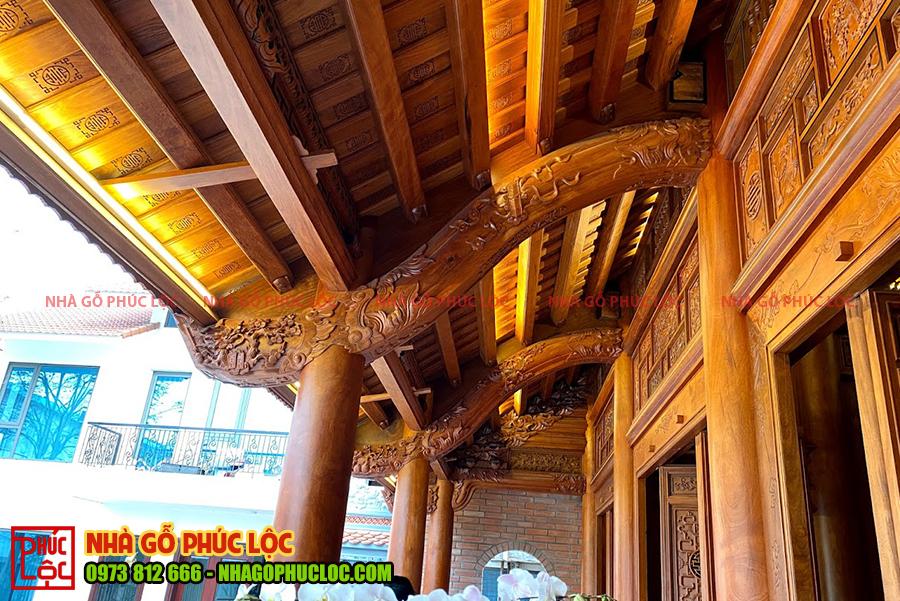 Phần hiên của nhà gỗ cổ truyền